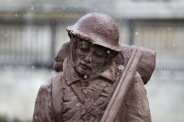 mud-soldier-statue-World-war-one-London-1011976